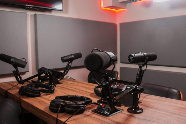 Studio B Mics | NYC Podcasting : Rent a podcast studio in NYC